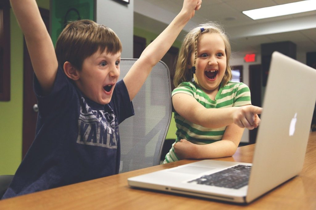 Children Win Success Video Game  - StartupStockPhotos / Pixabay